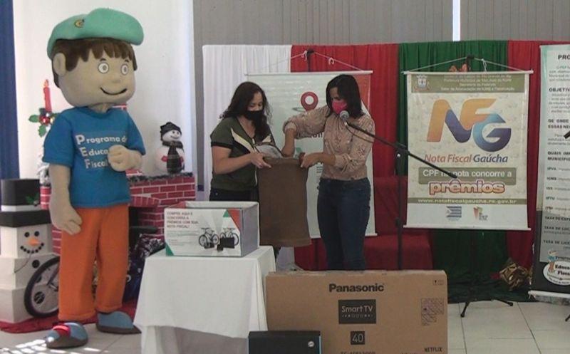 """Foto de capa da notícia Nota Prêmio sorteou Notebook e TV 40"""""""