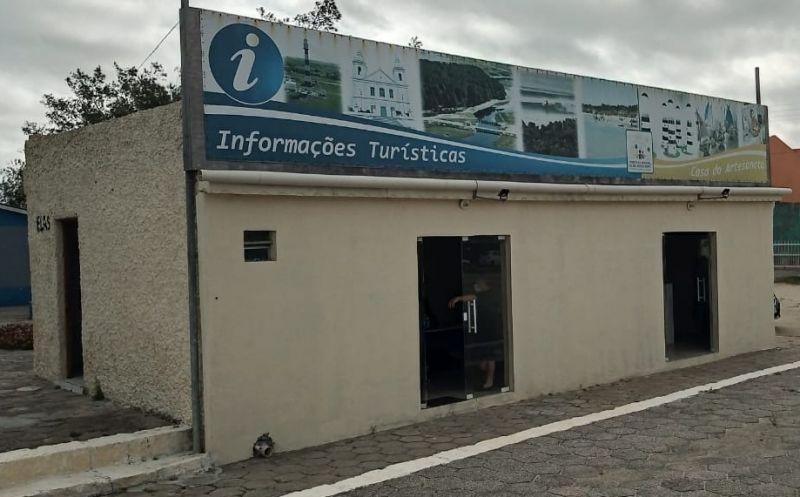 Foto de capa da notícia CAT e Casa do Artesanato estão de portas abertas na Praia do Mar Grosso