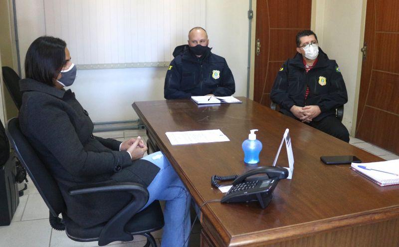 Foto de capa da notícia Excesso de peso dos veículos de carga na Rodovia pauta reunião com Executivo Municipal com representantes da Polícia Rodoviária Federal