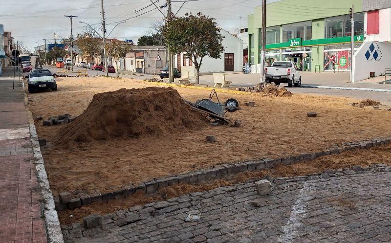Foto de capa da notícia Recalçamento na Rua Marechal Floriano causa algumas alterações no trânsito