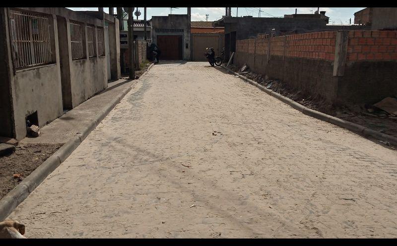 Foto de capa da notícia Travessa 4 no Bairro Comendador Carlos Santos passa a contar com rede de esgoto pluvial e pavimentação