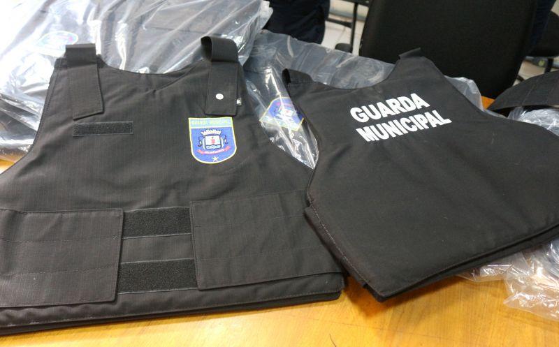 Foto de capa da notícia Guarda Municipal recebe coletes balísticos e uma Spark