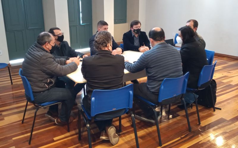 Foto de capa da notícia Investimentos em energias renováveis é pauta de reunião realizada com prefeitos dos municípios do Litoral