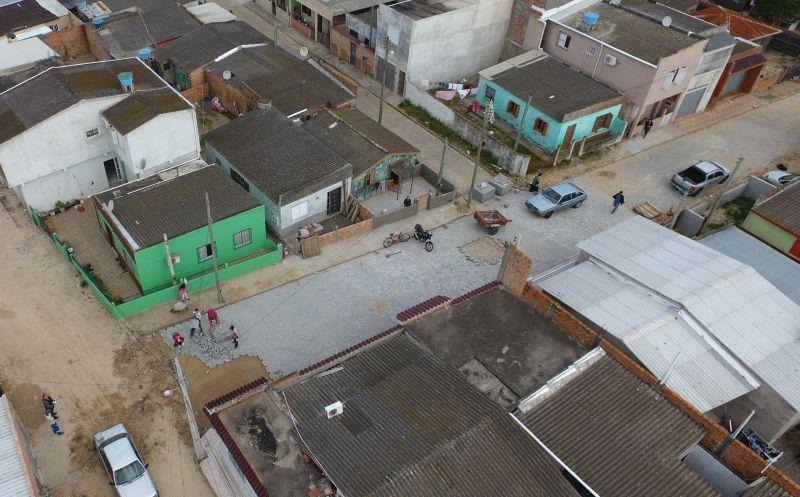 Foto de capa da notícia E as obras de infraestrutura continuam!  Pavimentação da Rua José Ribeiro Pontes no Bairro Veneza já é realidade
