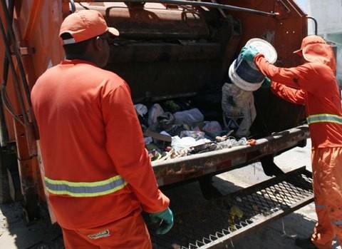 Foto de capa da notícia: Coleta de Lixo terá horários alterados no Natal e Ano Novo