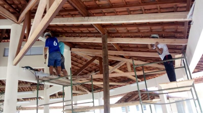 Foto de capa da notícia Obras de cercamento e conserto do telhado central da EMEF Prof. Frederico Bervia