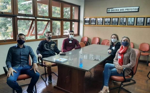 Foto de capa da notícia: Reunião entre as secretarias de agricultura de São José do Hortêncio e Ivoti
