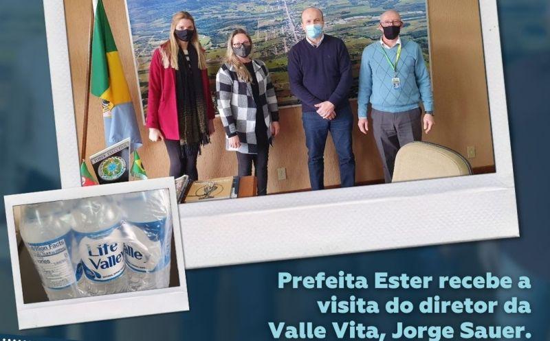Foto de capa da notícia A prefeita Ester Dill Koch recebeu a visita do diretor da Valle Vita, Jorge Sauer.