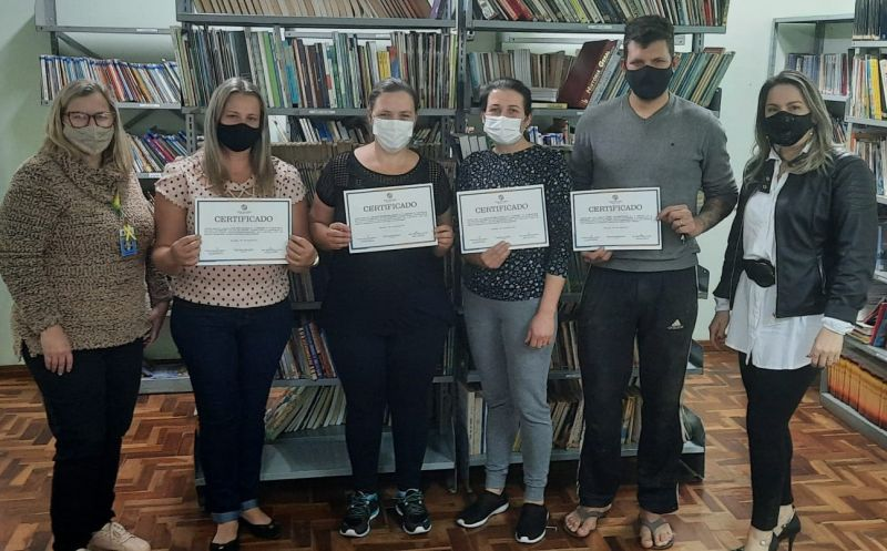 Foto de capa da notícia: Entregas dos certificados do EJA!