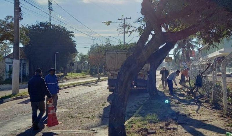 Foto de capa da notícia: SERVIÇOS URBANOS REALIZA ATIVIDADES NA AV. ANTÔNIO TRILHA