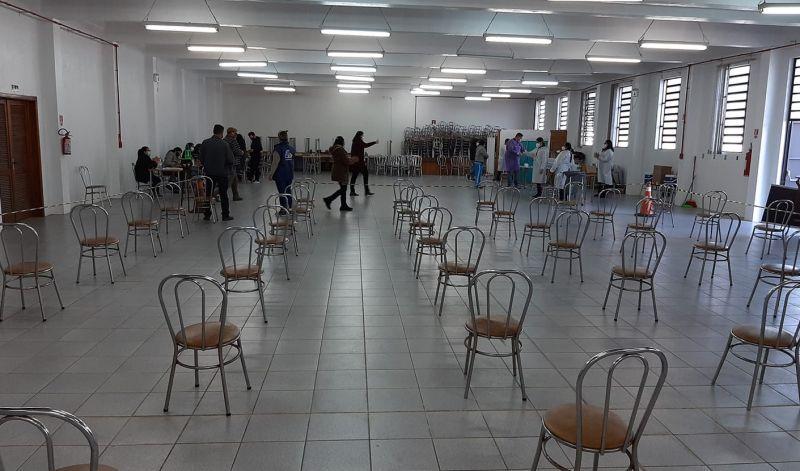 Foto de capa da notícia SAÚDE  AMPLIA PARA 52 ANOS A VACINAÇÃO NO SALÃO PAROQUIAL