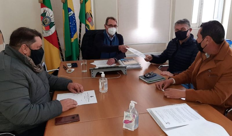 Foto de capa da notícia: PREFEITURA INICIA REFORMA DO GINÁSIO CHIAPETÃO