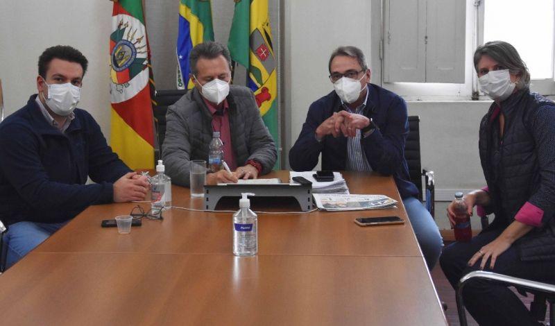 Foto de capa da notícia: PREFEITO AGRADECE EMENDAS DE CHERINI PARA SÃO GABRIEL