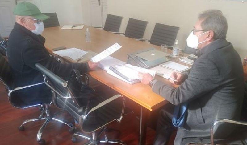Foto de capa da notícia: PREFEITO ASSINA ORDEM DE SERVIÇO PARA ESTRADAS INTERNAS