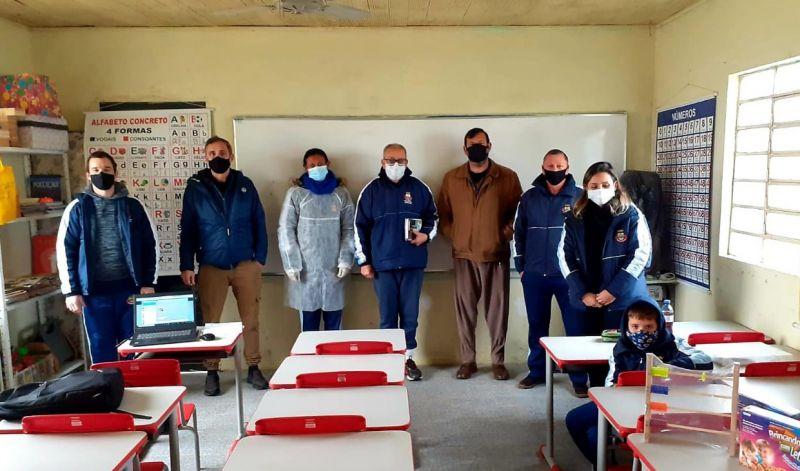 Foto de capa da notícia: EDUCAÇÃO ENTREGA MATERIAIS PEDAGÓGICOS PARA ESCOLAS