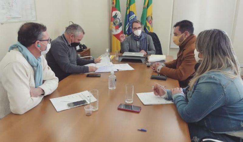 Foto de capa da notícia: REUNIÃO DE TRABALHO AJUSTA TRAMITAÇÃO DAS OBRAS PÚBLICAS