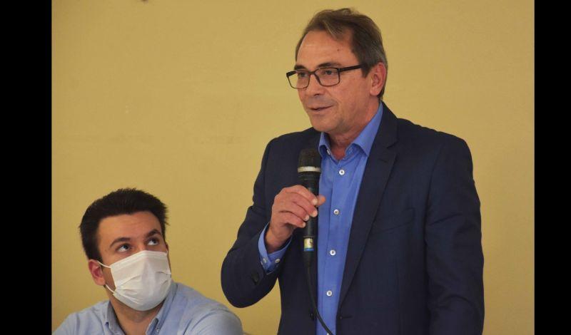 Foto de capa da notícia: PREFEITO PRESTIGIA PALESTRA COM SECRETÁRIO DE DESENVOLVIMENTO RS