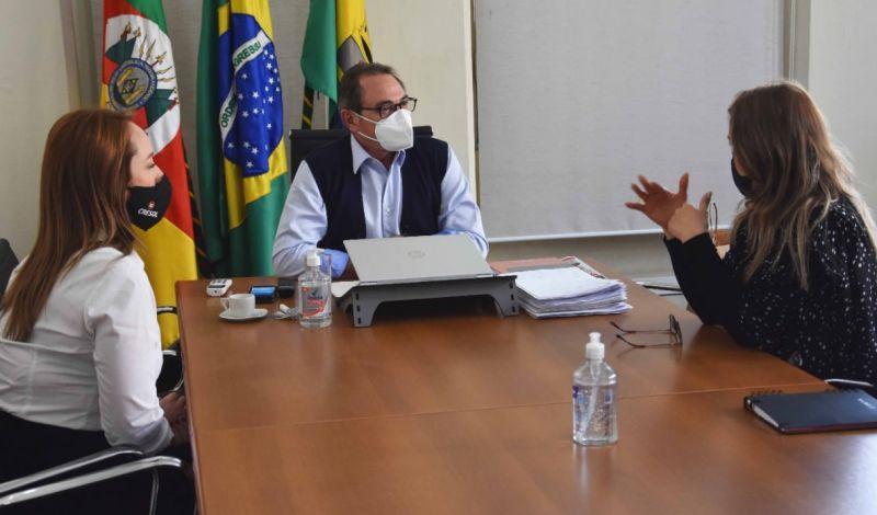 Foto de capa da notícia: GERÊNCIA DA CRESOL APRESENTA INVESTIMENTOS EM SÃO GABRIEL