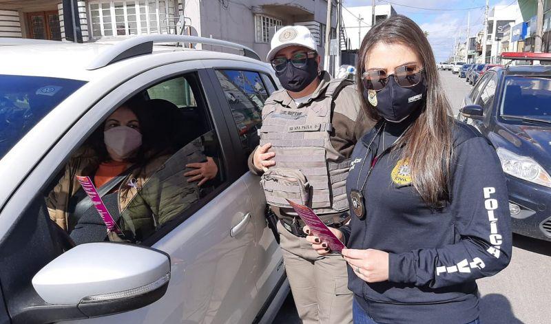 Foto de capa da notícia: POLICIAIS E INTEGRANTES DO CREAS REALIZAM ATIVIDADES