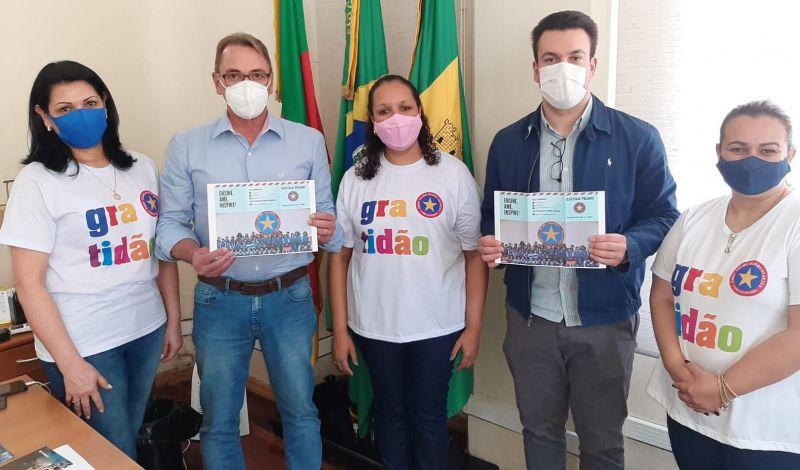 Foto de capa da notícia: PREFEITO RECEBE DIREÇÃO DA ESCOLA TELMO MENEZES