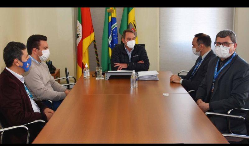 Foto de capa da notícia: CAIXA PROPÕE PARCERIA PARA PROGRAMAS FEDERAIS