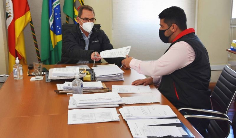 Foto de capa da notícia: SUPERMERCADOS PODERÃO ABRIR EXCEPCIONALMENTE NO DIA 19