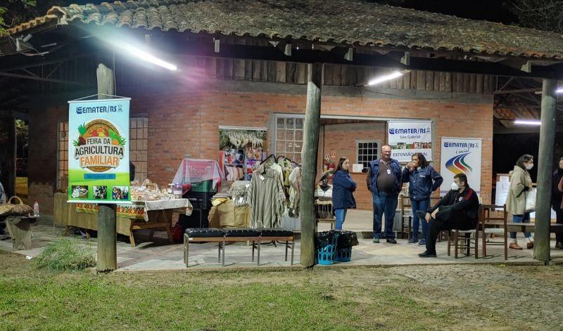 Foto de capa da notícia: AGRICULTURA FAMILIAR TEM ESPAÇO NA EXPOFEIRA