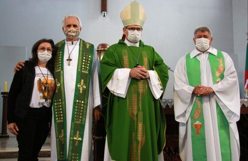 Foto de capa da notícia: Santuário de Caravaggio acolheu celebração do envio, de padre e leiga para Missão em Moçambique