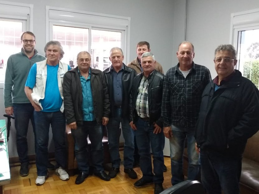 Foto de capa da notícia Vereadores entregam projeto de trevo ao DNIT em Vacaria