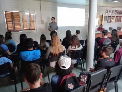 Foto de capa da notícia: Realizado segundo encontro com os alunos do projeto vereador por um dia