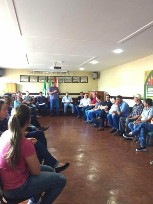 Foto de capa da notícia: Câmara de Vereadores de Ipê realiza reunião com lideranças do DAER na Câmara Municipal de Ipê