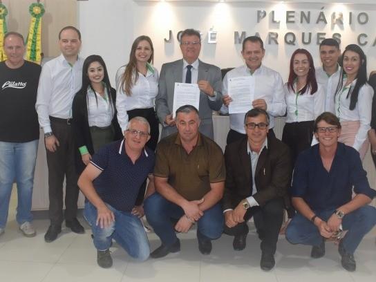 Foto de capa da notícia SICREDI RECEBE MOÇÃO APLAUSIVA EM SESSÃO ORDINÁRIA