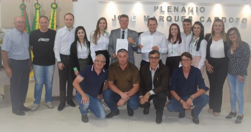 Foto de capa da notícia: SICREDI RECEBE MOÇÃO APLAUSIVA EM SESSÃO ORDINÁRIA