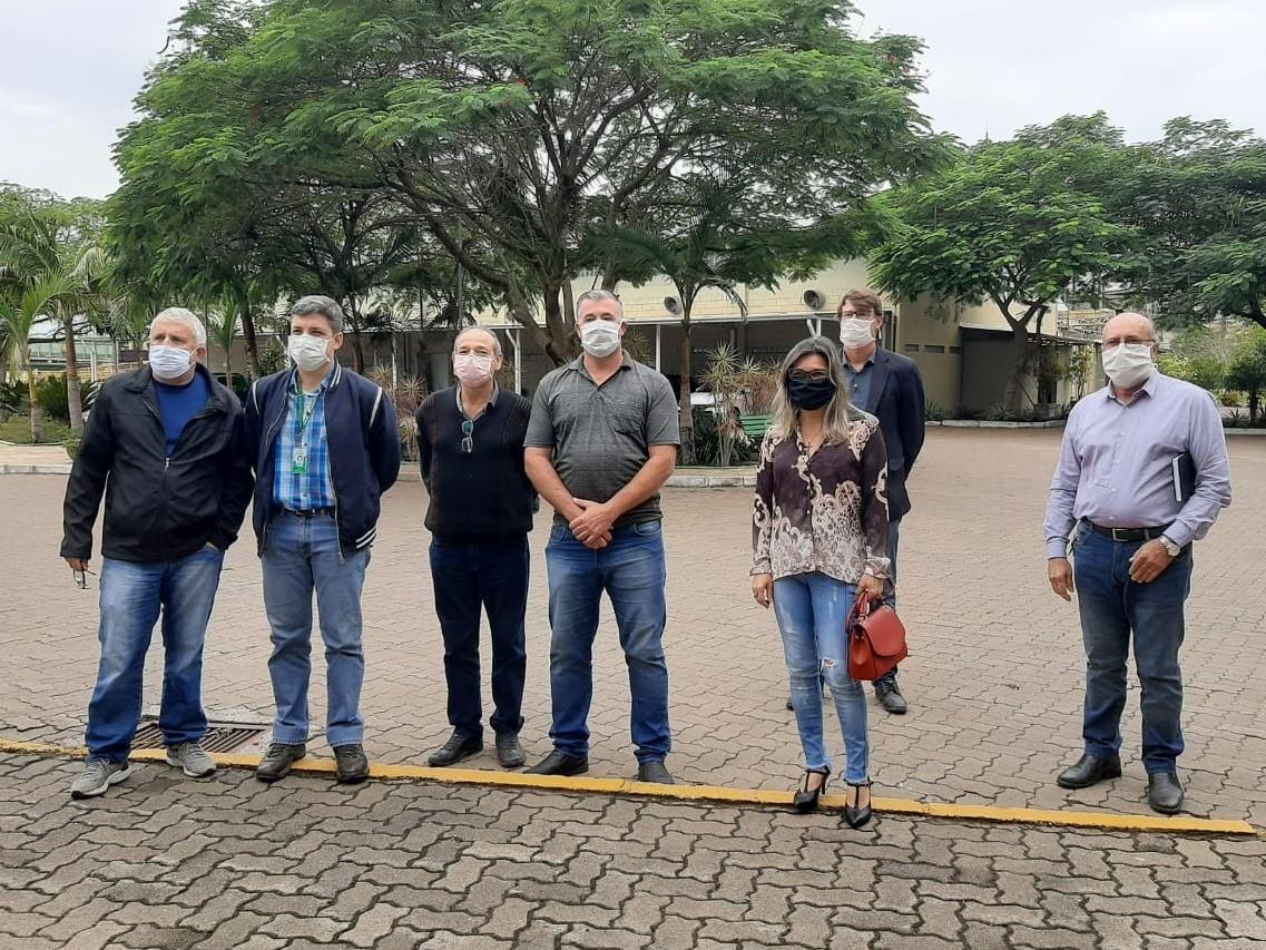 Foto de capa da notícia Vereadores se reúnem com direção da Fibraplac