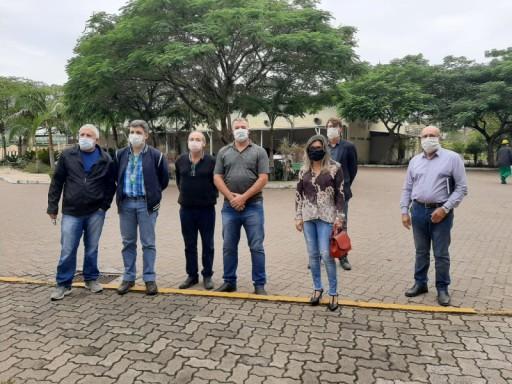 Foto de capa da notícia: Vereadores se reúnem com direção da Fibraplac