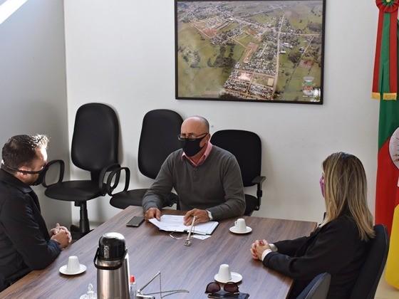 Foto de capa da notícia Reunião entre Presidente da Câmara e Gerentes do Banrisul Glorinha.