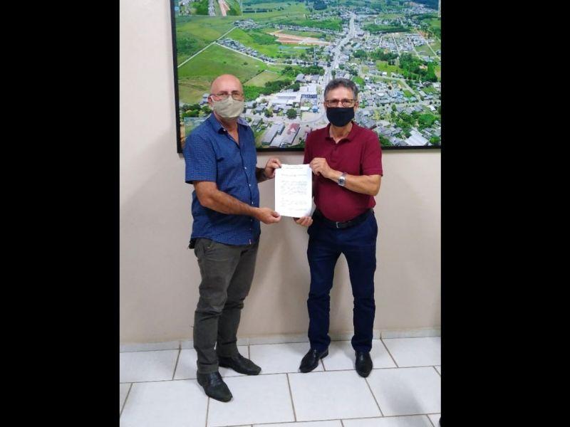 Foto de capa da notícia: Legislativo concede ao Executivo seu veículo Oficial