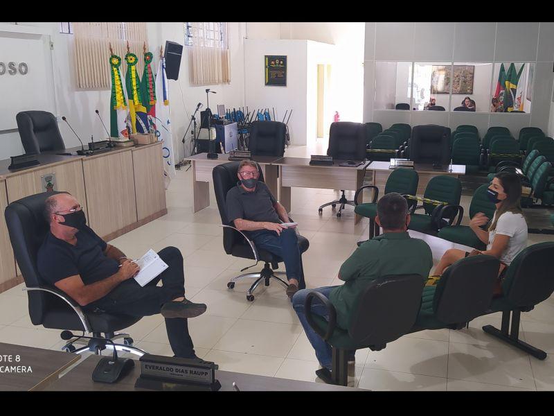 Foto de capa da notícia: Vereadores se reúnem com a Gerente do Banrisul