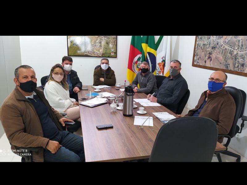 Foto de capa da notícia Legislativo e Executivo se reúnem com representantes da Corsan