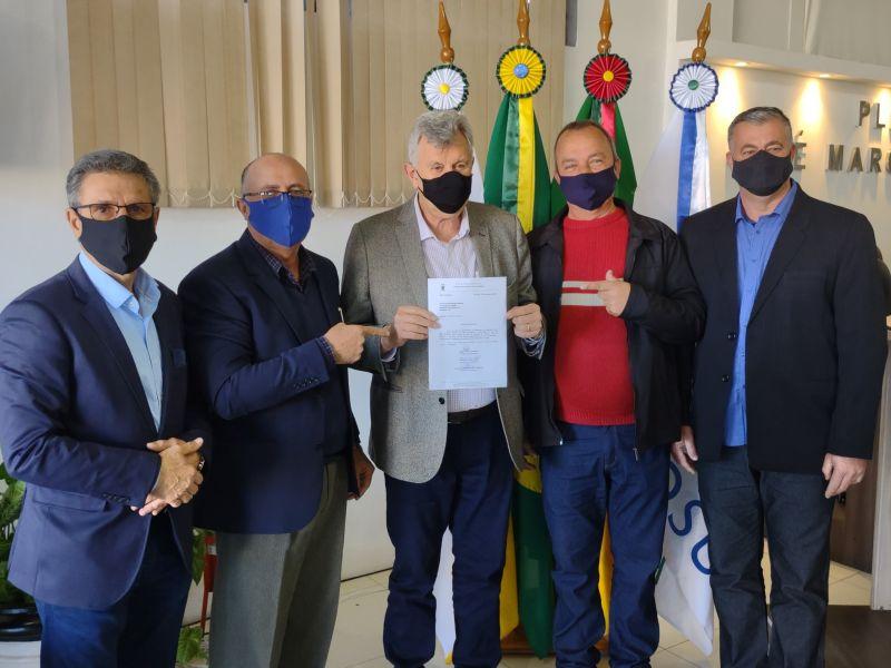 Foto de capa da notícia Senador Luiz Carlos Heinze visita Glorinha