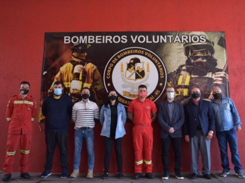Foto de capa da notícia Vereadores visitam o quartel dos Bombeiros Voluntários  de São Sebastião do Caí
