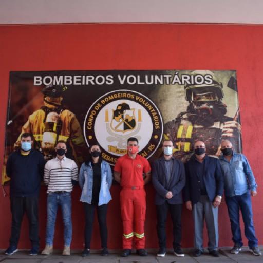 Foto de capa da notícia: Vereadores visitam o quartel dos Bombeiros Voluntários  de São Sebastião do Caí
