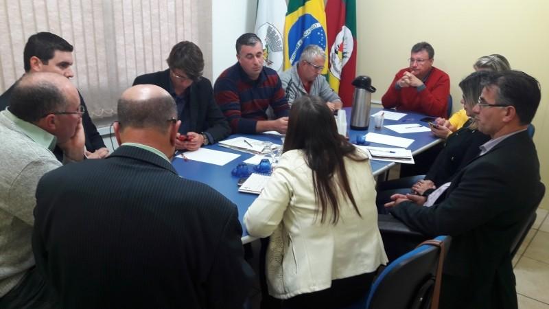 Foto de capa da notícia Câmara de Vereadores de Glorinha recebe a Consultora de Negócios da RGE