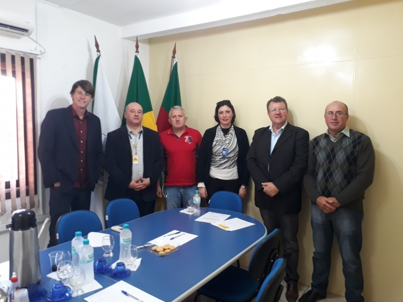 Foto de capa da notícia Vereadores fazem reunião com gerente regional dos Correios