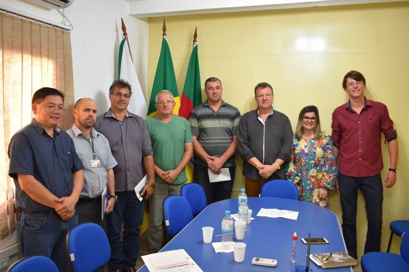 Foto de capa da notícia Secretário Municipal da Fazenda e Fiscal Tributário do Município se reúnem com os Vereadores