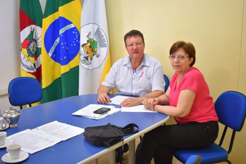 Foto de capa da notícia Presidente se reune com a profissional de educação Eni Regina