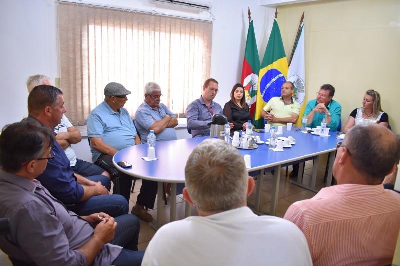 Foto de capa da notícia RGE, Vereadores e Munícipes reúnem-se na Câmara