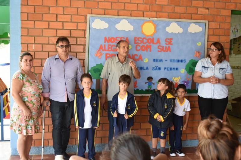 Foto de capa da notícia Alunos da Rede Municipal recebem uniformes novos