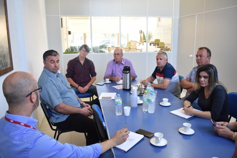 Foto de capa da notícia REUNIÃO NA CÂMARA DE VEREADORES COM REPRESENTANTE DA RGE.