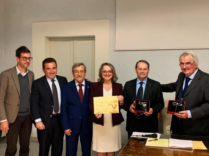 Foto de capa Ex-secretária de Turismo e Cultura de Garibaldi recebe título na Itália